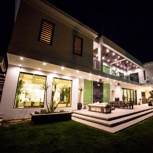 El equilibrio perfecto entre luz natural y artificial en el diseño de interiores